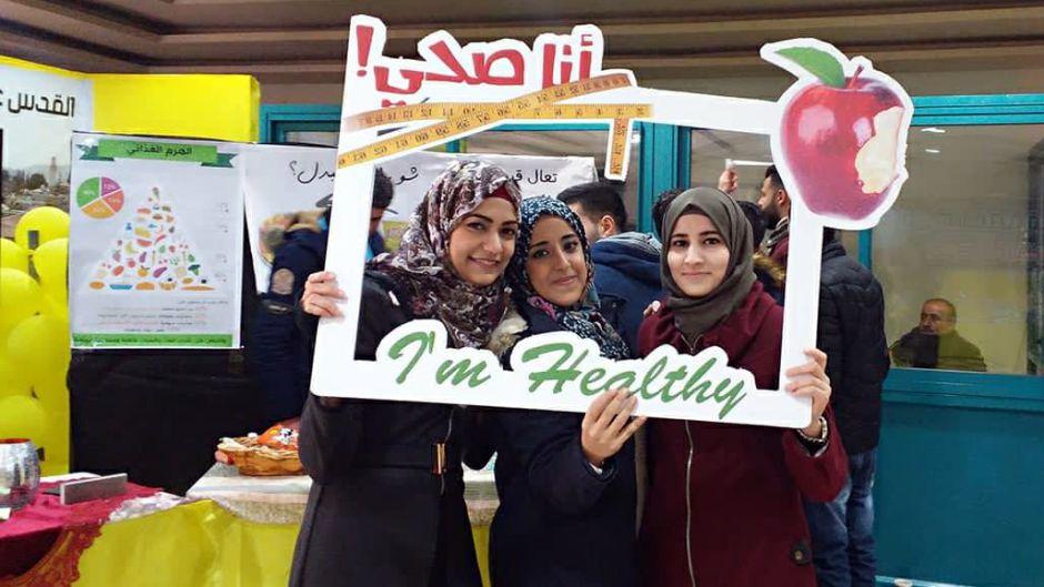 طلبة الطب ينظمون نشاطاً صحياً في جامعة النجاح